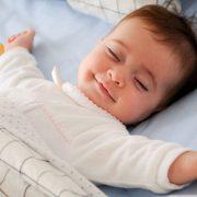 ۱۲ ماده غذایی مفید و شگفتانگیز که به خواب آرام شبانه کمک میکنند